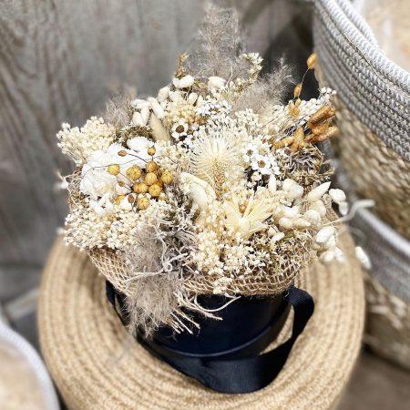 votre artisan fleuriste vous propose le bouquet : Boite De Fleurs Séchées Blanche