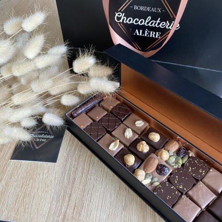 votre artisan fleuriste vous propose le bouquet : Coffret Chocolats - Sélection Du Chocolatier