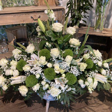 votre artisan fleuriste vous propose le bouquet : Gerbe Érigée Et Longue