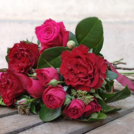 votre artisan fleuriste vous propose le bouquet : La Poignée D'Amour
