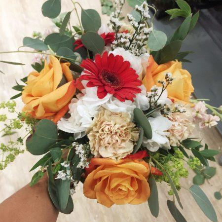 votre artisan fleuriste vous propose le bouquet : Bouquet Rond Avec Réserve D'Eau