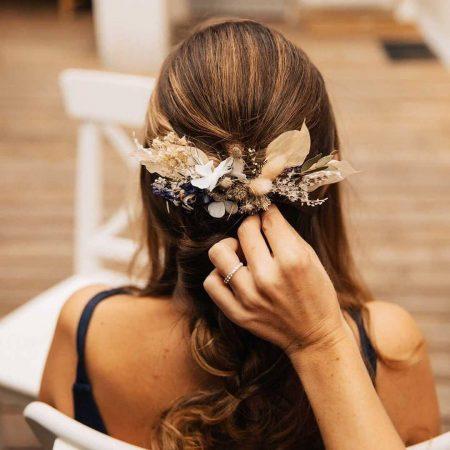 votre artisan fleuriste vous propose le bouquet : Bijoux Fleuris Fleurs Éternelles