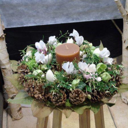 votre artisan fleuriste vous propose le bouquet : Couronne De L'Avent