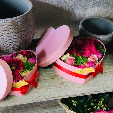 votre artisan fleuriste vous propose le bouquet : Boîte Cœur