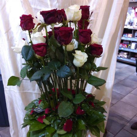 votre artisan fleuriste vous propose le bouquet : Dernier Aurevoir Avec Des Roses