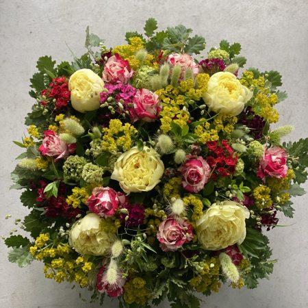 votre artisan fleuriste vous propose le bouquet : Coussin De Deuil