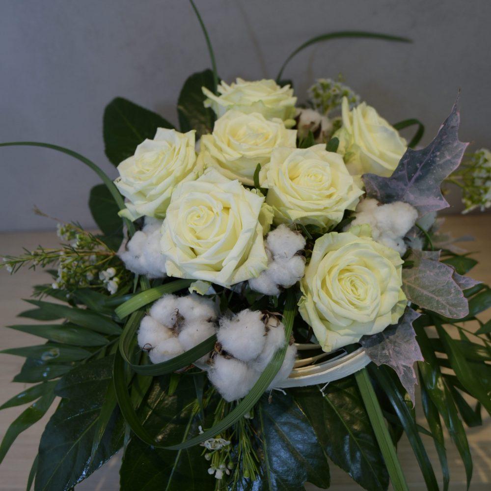 Bouquet de Roses Blanches et Fleurs de Coton