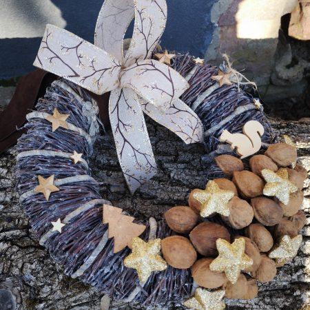 votre artisan fleuriste vous propose le bouquet : Couronne Nature Et Pommes De Pin