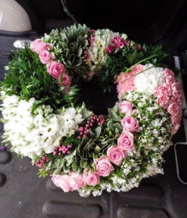 votre artisan fleuriste vous propose le bouquet : La Torsade