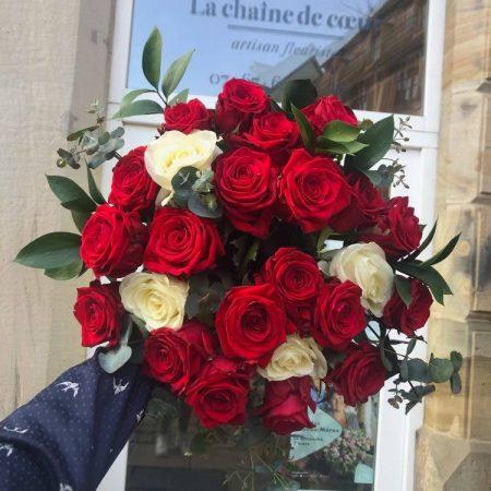 votre artisan fleuriste vous propose le bouquet : Bouquet De Roses Couleurs Multiples