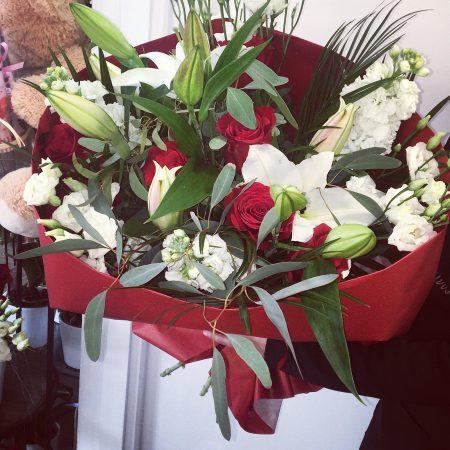 votre artisan fleuriste vous propose le bouquet : Bouquet Romantique