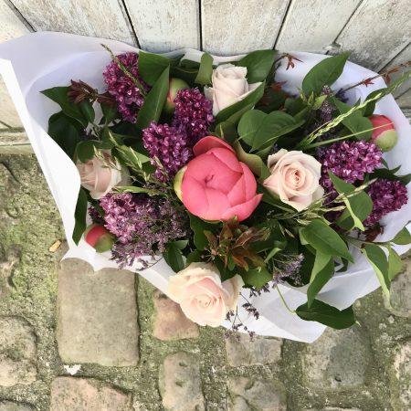 votre artisan fleuriste vous propose le bouquet : Bouquet Surprise