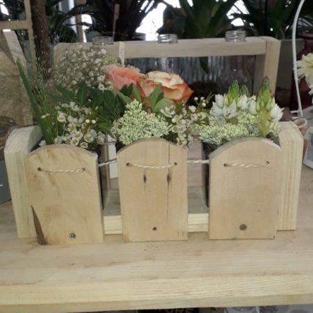 votre artisan fleuriste vous propose le bouquet : Vase Dans Le Bois