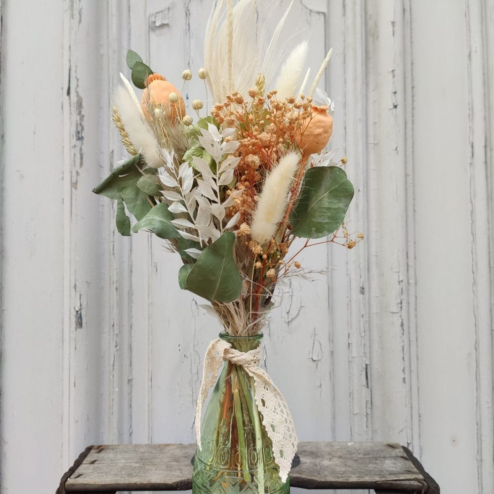 Vase et fleurs séchées