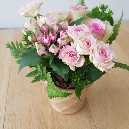 votre artisan fleuriste vous propose le bouquet : NID D'AMOUR