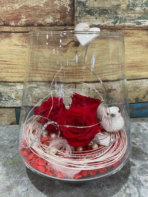 3Roses rouges stabilisées en verrerie