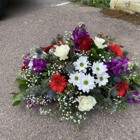votre artisan fleuriste vous propose le bouquet : Gerbe Bleu Blanc Rouge