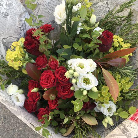 votre artisan fleuriste vous propose le bouquet : Bouquet champêtre rouge