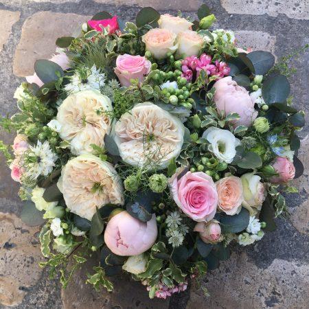 votre artisan fleuriste vous propose le bouquet : Coussin - Obsèques