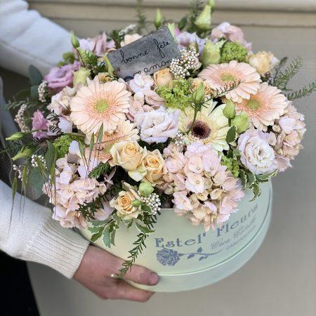 votre artisan fleuriste vous propose le bouquet : Boite verte Estel'fleurs Grand Modèle