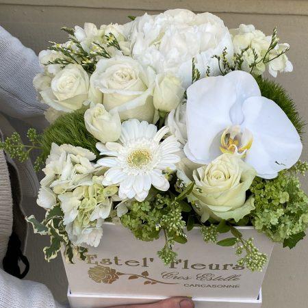 votre artisan fleuriste vous propose le bouquet : Boite blanche Estel'fleurs