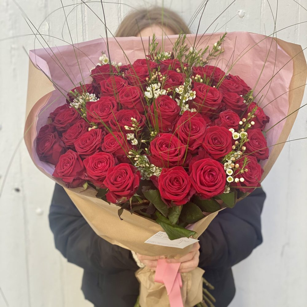 Roses de Le Fleuriste Est Dans La Cour