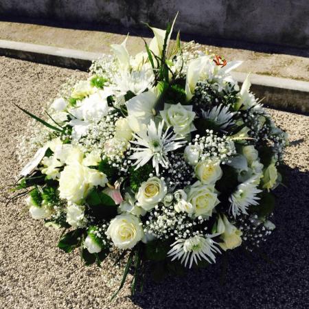 votre artisan fleuriste vous propose le bouquet : cousin de fleurs - deuil