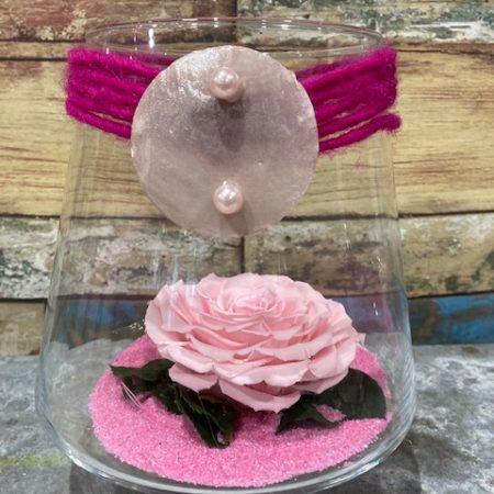 votre artisan fleuriste vous propose le bouquet : rose rose stabilisée en verrerie